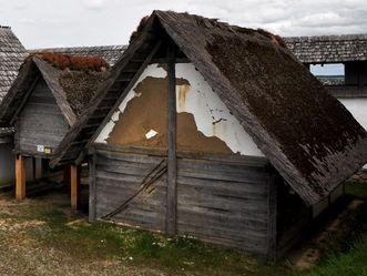 Heuneburg – Stadt Pyrene, rekonstruierte Wohnhaus des Handwerkerviertels