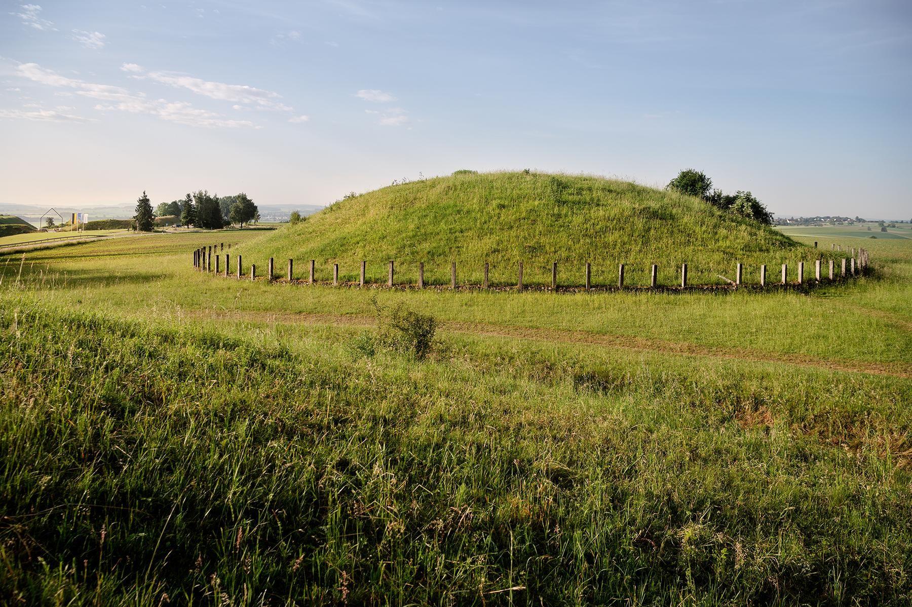 Hügel in der Umgebung der Heuneburg – Stadt Pyrene